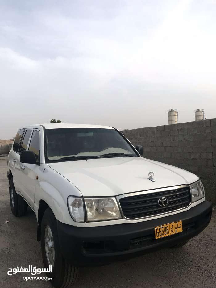 Manual Toyota 2000 for sale - Used - Ja'alan Bani Bu Ali city