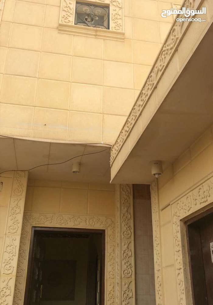عماره للبيع 400الف و200على البنك دور كامل شقتين وملحق عمر العمارة من خمس الى 6سنوات