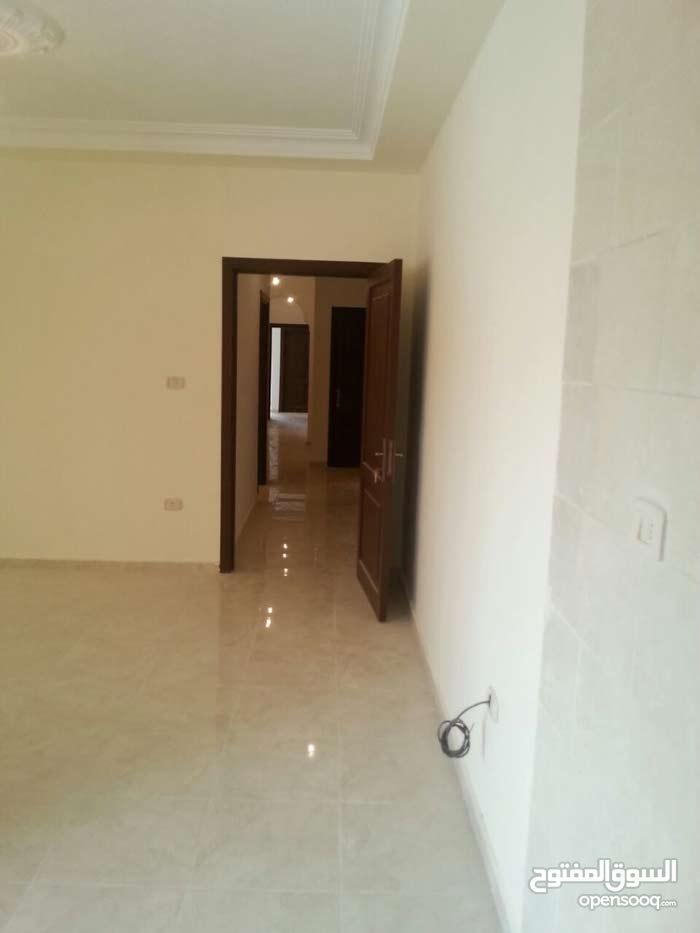 شقة أرضية 148 م مميزة فعليا للإيجار في منطقة فلل ( سكن أ ) قريبة من الدرك وخلف مركز أمن شفا بدران
