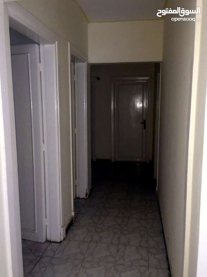 شقة للبيع مكتب او عيادة بشارع الحكماء متفرع من الخليفة المأمون 105 م