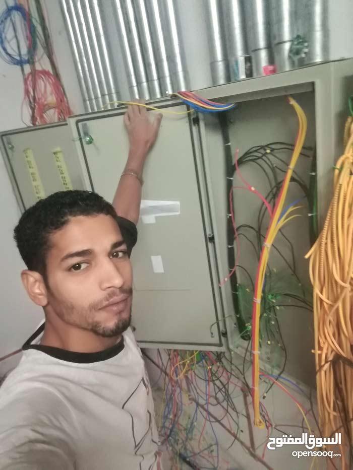 كهربائي باحث عن عمل