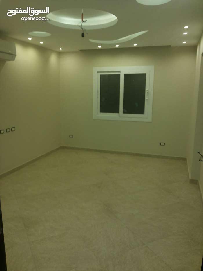 شقة للايجار قانون جديد سكن لاسرة 200 متر بين مكرم وعباس