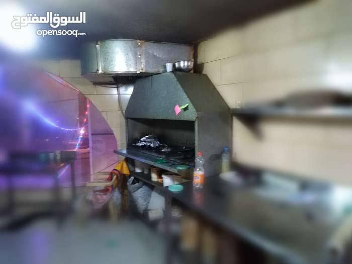مطعم مأكولات يمنية وخليجية  مجهز بالكامل للبيع مع معداته