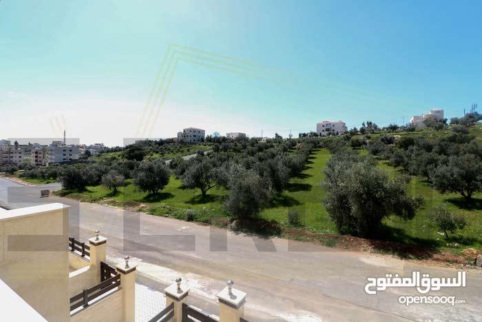 بالأقساط شقة مميزة في البنيات طابق أول بمساحة 170 متر مربع على طريق المطار