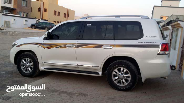 Toyota Land Cruiser car for sale 2011 in Seeb city