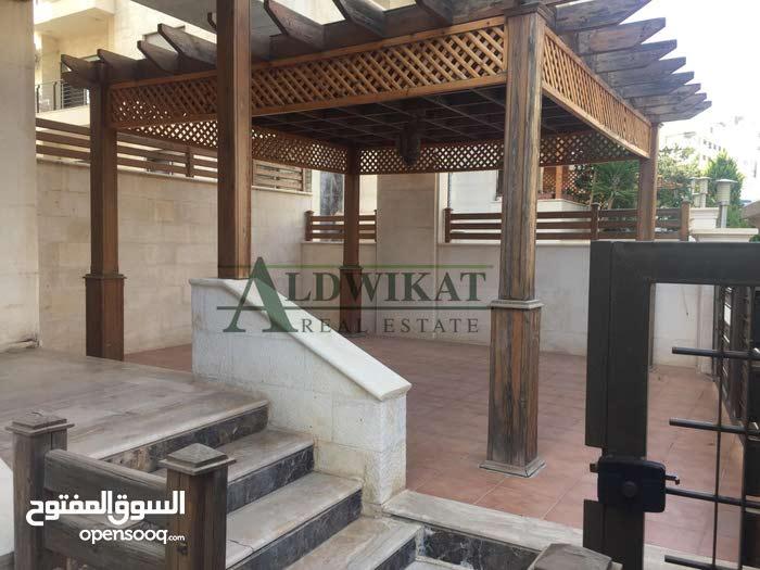 شقة ارضية 225م للايجار في ام السماق مع كراج خاص و ترس 100 م