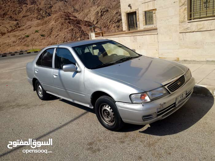 Silver Nissan Sunny 1998 for sale