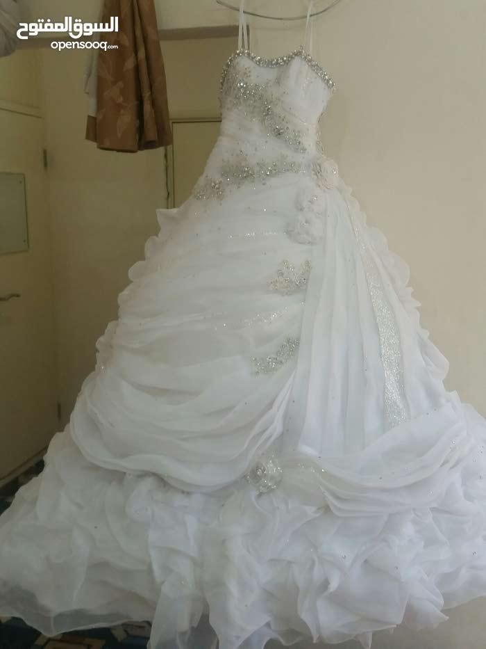 فستان زفاف ابيض نظيف وبحالة جيد جدا