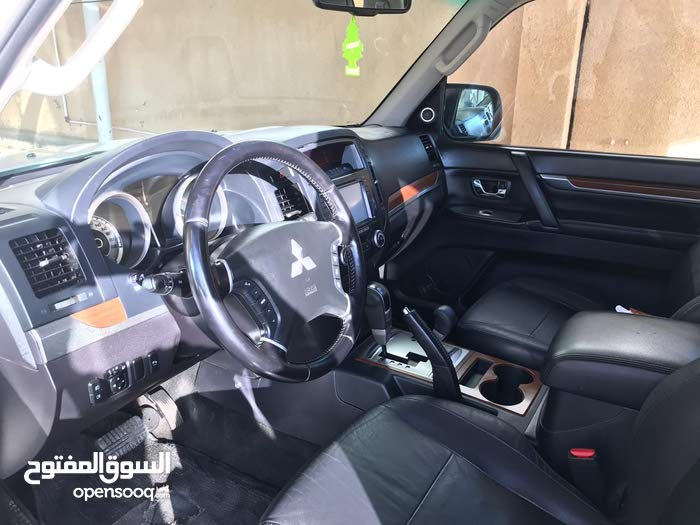 Used condition Mitsubishi Pajero Sport 2009 with 190,000 - 199,999 km mileage