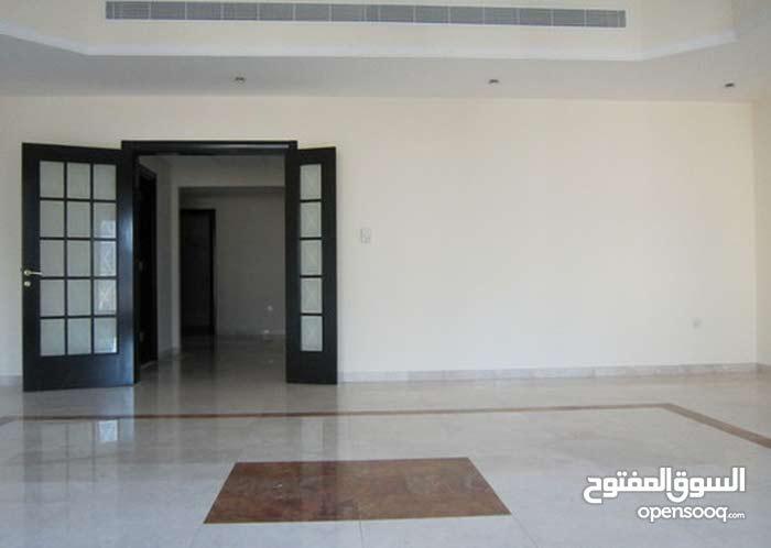 للايجار الادارى شقة 200 م بشارع جامعه الدول العربية