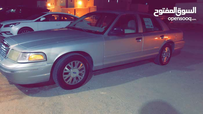 +200,000 km Ford Crown Victoria 2005 for sale