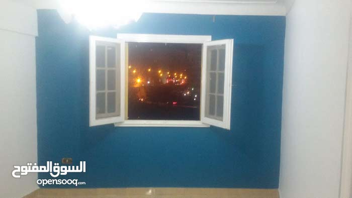 شقة للايجار بمحرم بيك علي الترام