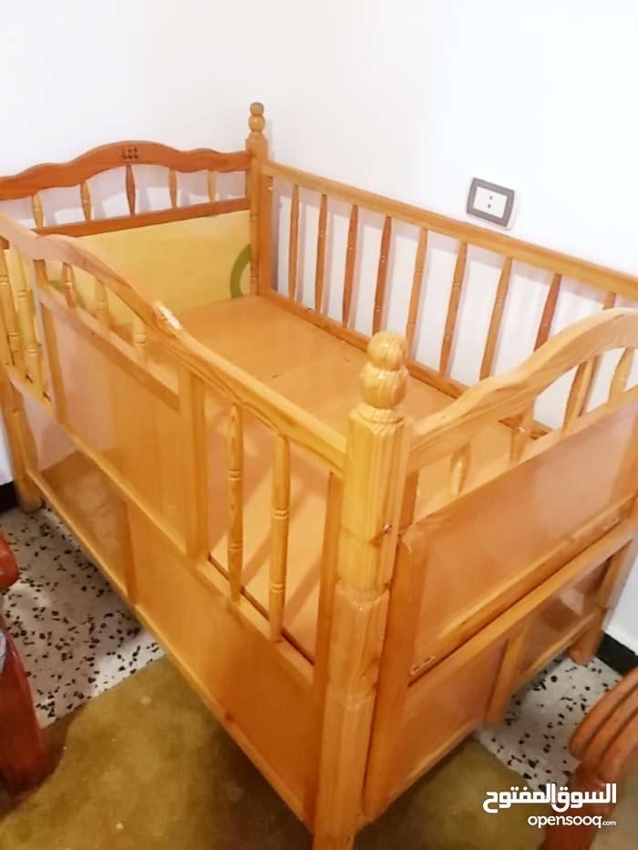 سرير اطفال مستعمل استعمال نضيف يرقد العمر 5 سنوات