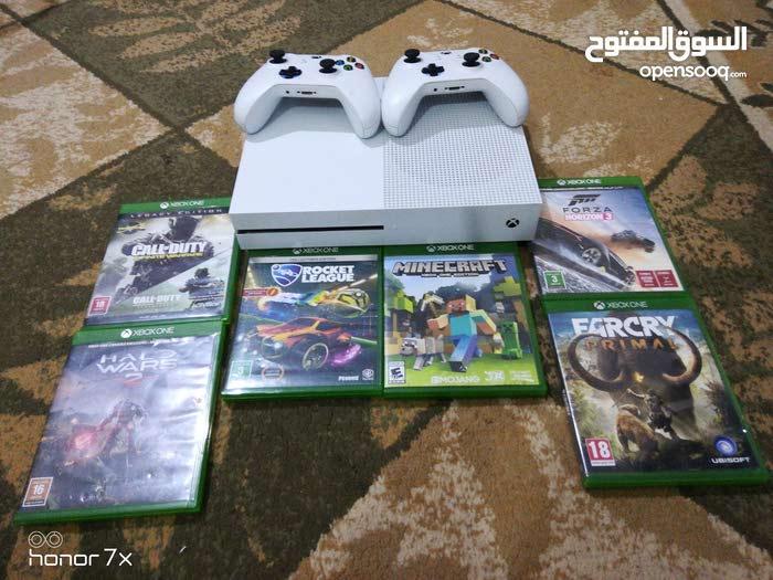 Xbox one مستعمل لستة أشهر بحالة ممتازة مع 2 controllers و 6 العاب