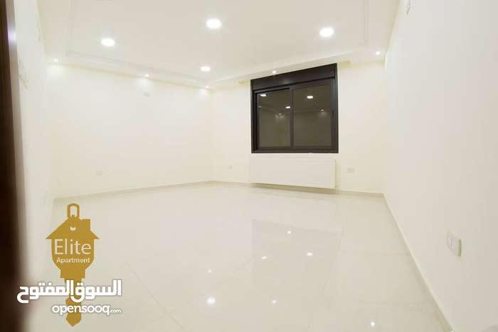 شقة طابق ارضي للبيع في الاردن - عمان - طريق المطار بمساحة 206م