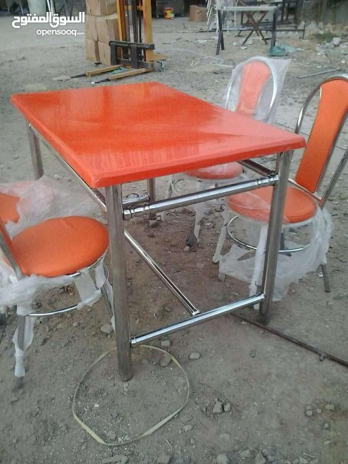 مطلوب طاولات وكراسي مطعم بحدود عشرين طاولة وثمانون مرسي