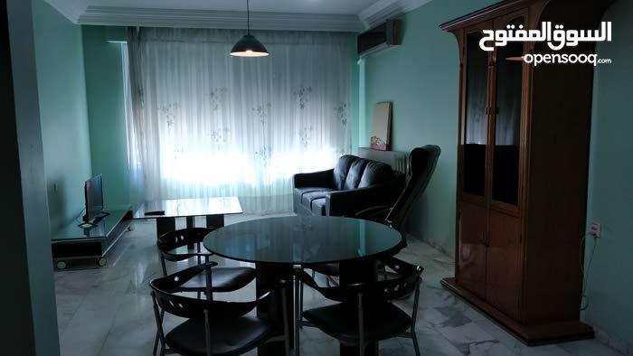 شقة مفروشة ومجددة للايجار بالقرب من الجامعة الاردنية ومركز الملك حسين للسرطان