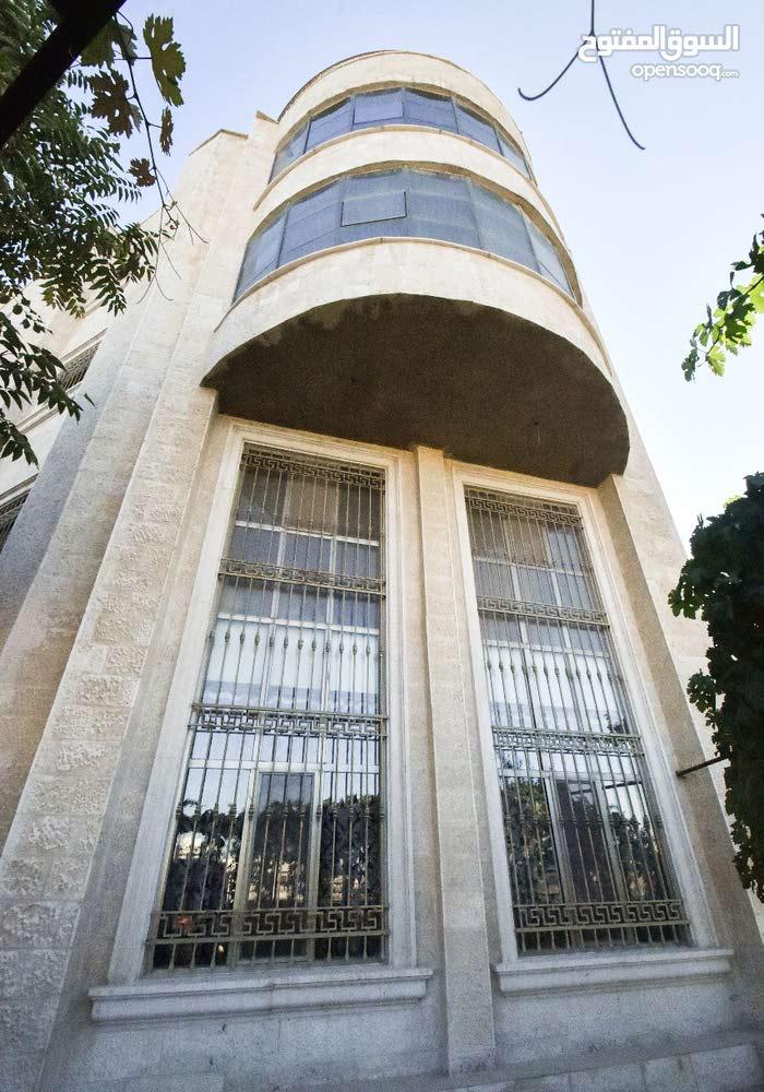 فيلا 4 طوابق و روف- شارع المطار ضاحية الفاروق