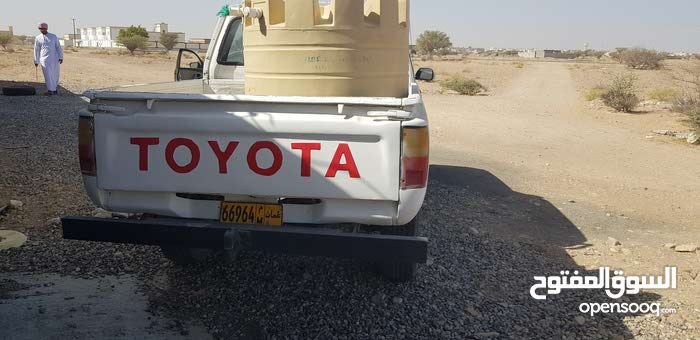 Toyota Hilux car for sale 1990 in Ja'alan Bani Bu Ali city