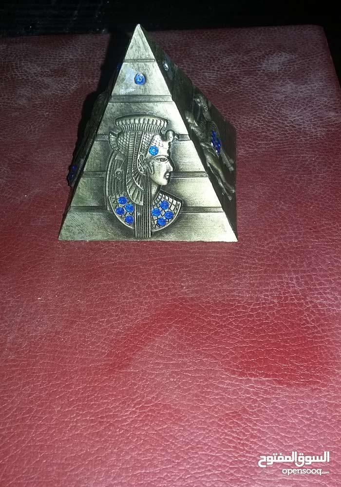 تحف وانتيكات فرعونية بأسعار رمزية