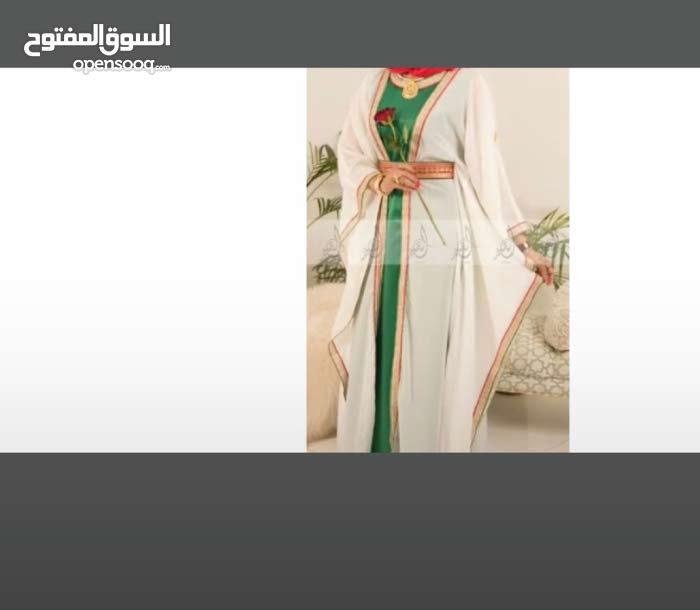 جلابية بألوان علم عمان
