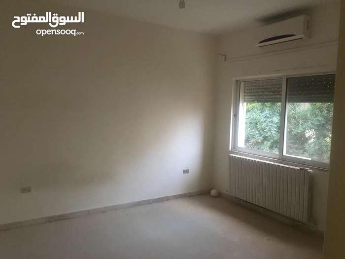 شقة طابق أول 200م للبيع