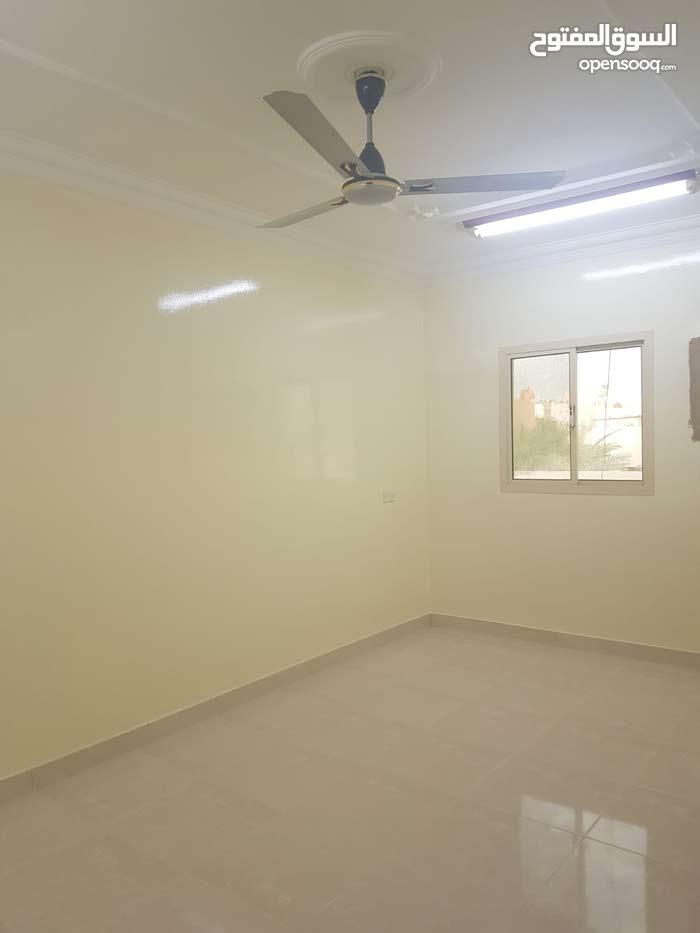 شقة نظيفة جدا للإيجار / مدينة حمد / 220 دينار مع الكهرباء