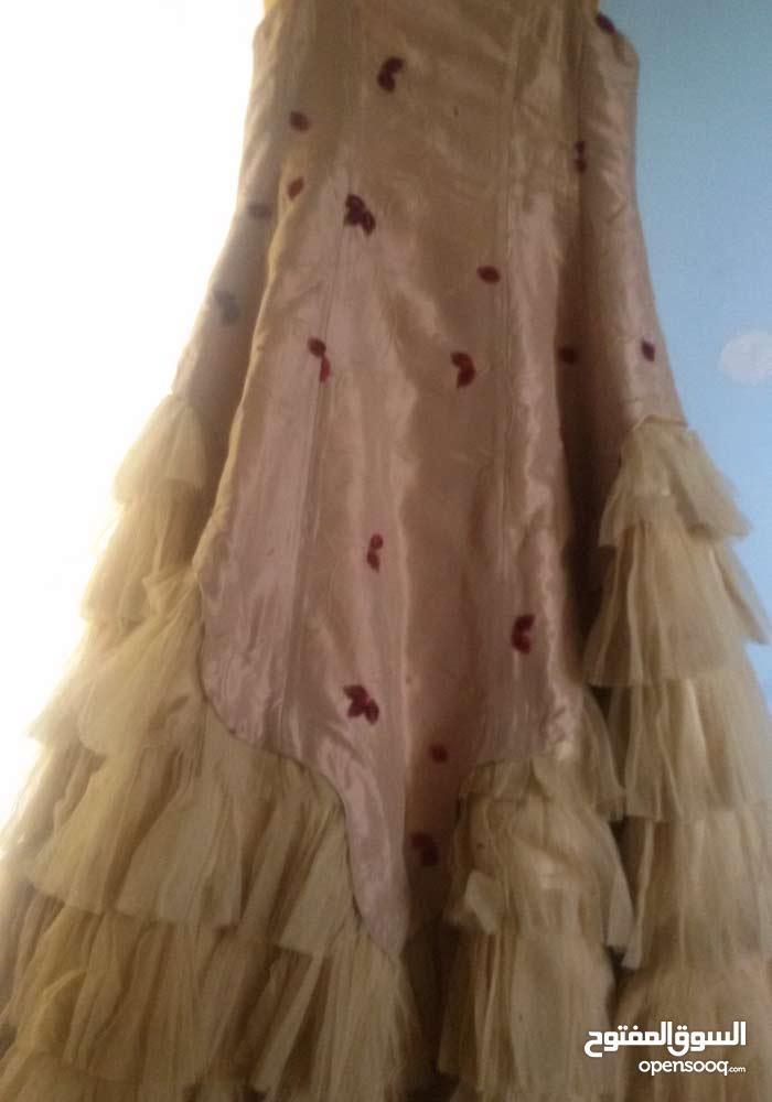 فستان....