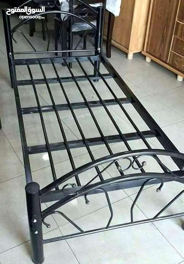 سرير مفرد عدد 2  .   نوع خشب عدد 1 ونوع حديد عدد 1