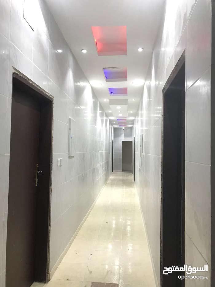 غرف عزاب مكيفه (الإيجار شامل الكهرباء و الماء)