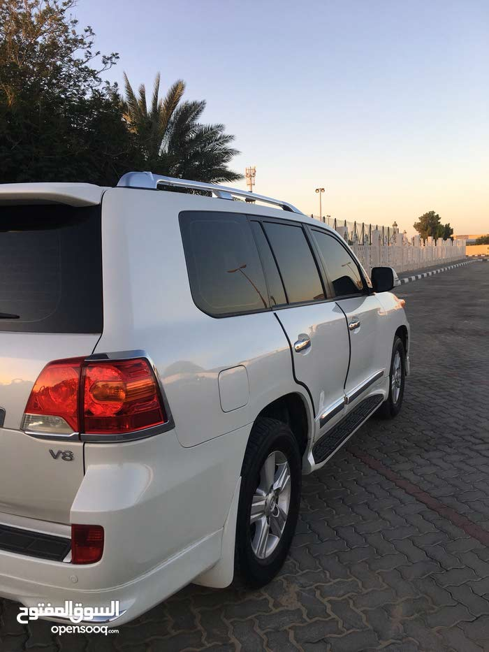 Toyota Land Cruiser 2012 in Sharjah - Used