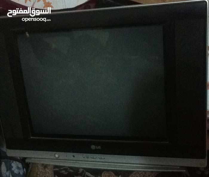 تلفزيونين  السعر 100 الف + ستلايت هديه شغالات كلشي مابيهن وماداخلات تصليح