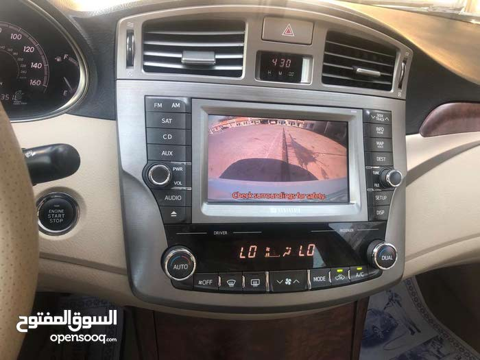 Toyota Avalon 2011 For sale - White color