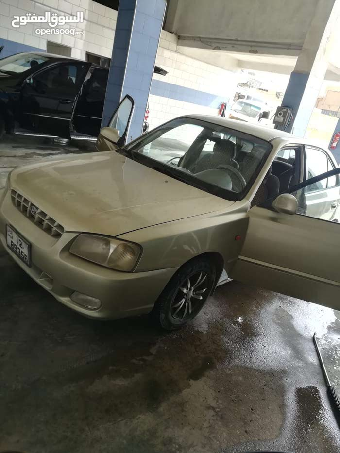 Hyundai Verna 2000 For sale - Gold color