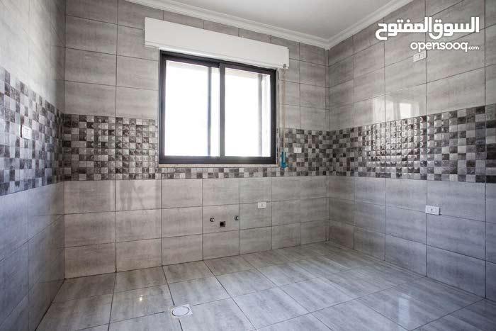 شقة  طابق اول 135 مترمربع مميزة  ذات اطلالة رائعة في الجبيهة