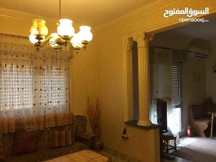 apartment in building 20+ years is for sale Benghazi