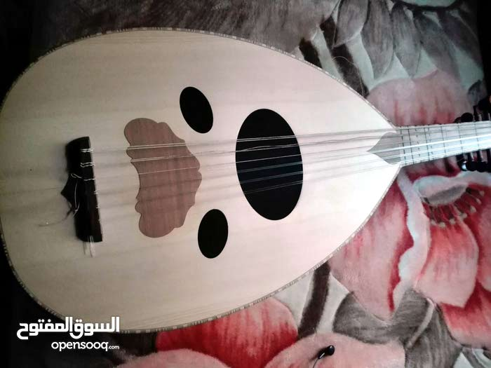 عود دمشقي بحالة ممتازة وصوت رائع