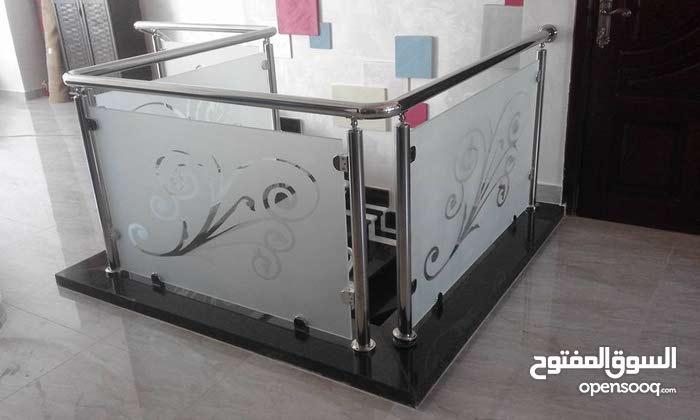 تصميم أعمال دربزينات ستانلس ستيل و زجاج سيكوريت سعودي المنشأ