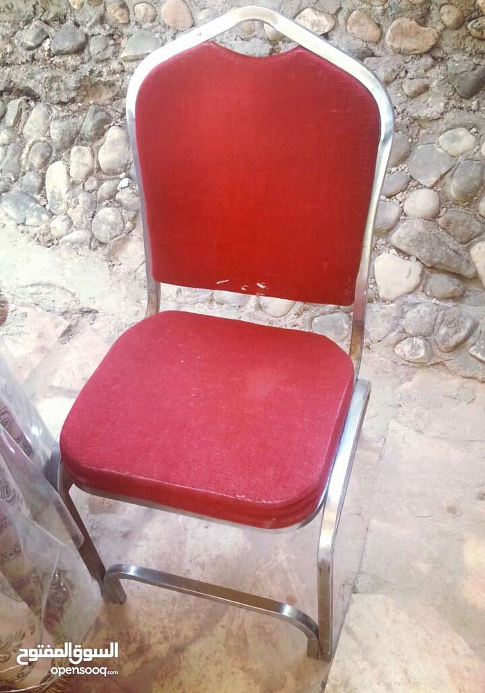 طاولات وكراسي مستعمل للبيع