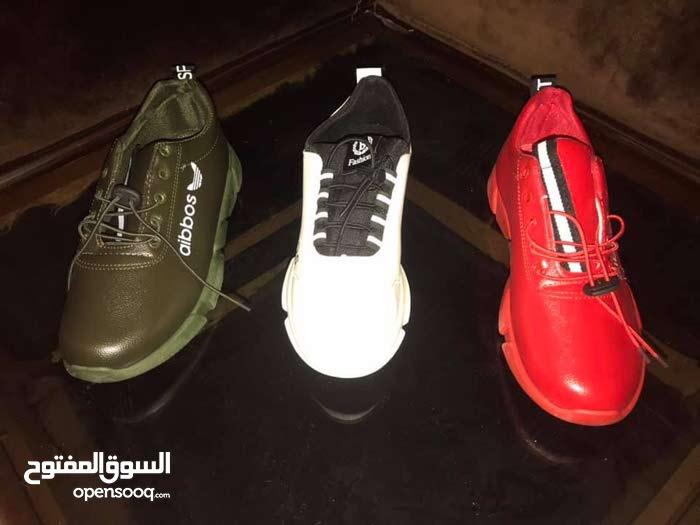 احذية رجالية سبورت كمية لاباس بيها انوع واشكال مختلفة بسوم كزيوني سوم القطعة 25 .