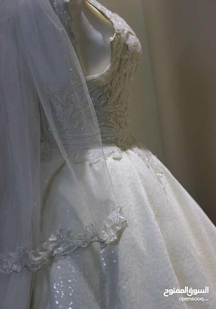 فستان عروسه فخم مستخدم 5 ساعات فقط ونظيف