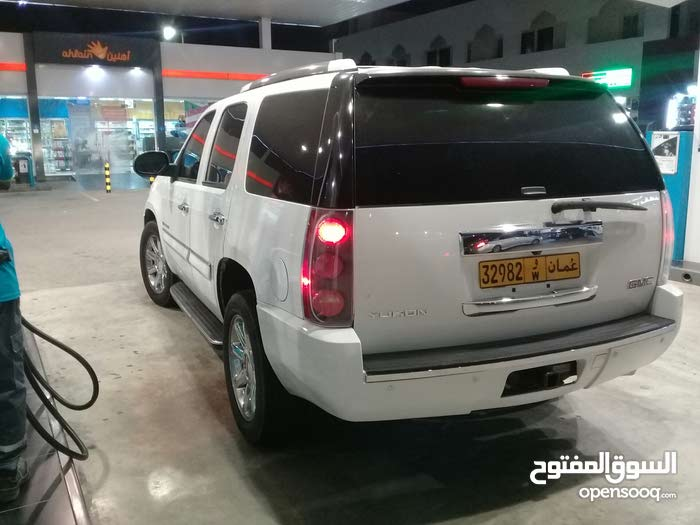 GMC Yukon car for sale 2010 in Ja'alan Bani Bu Ali city
