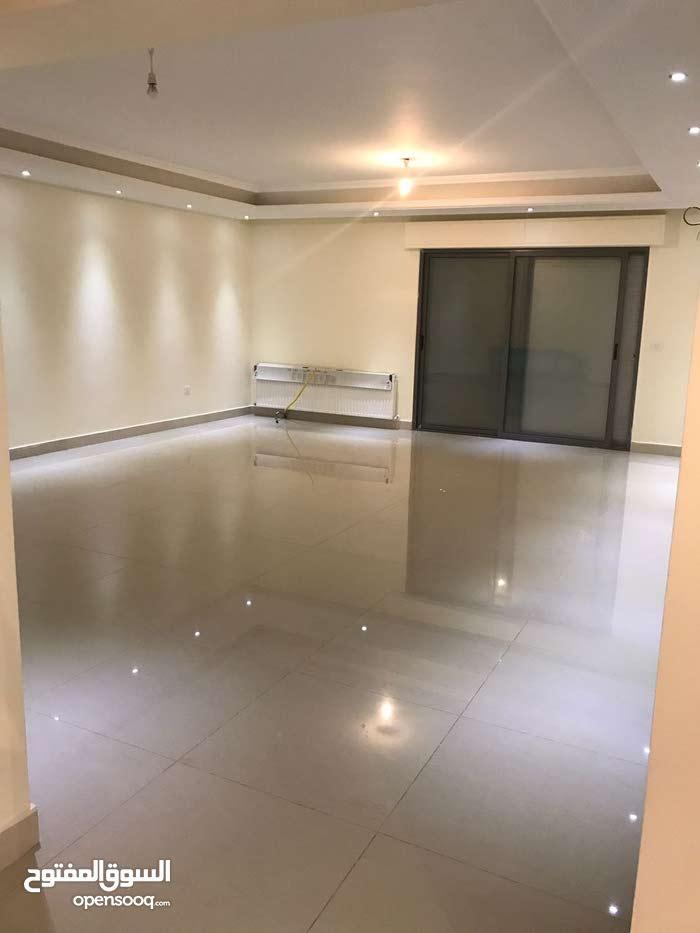 شقة 360م داخلي + 240م خارجي في دابوق