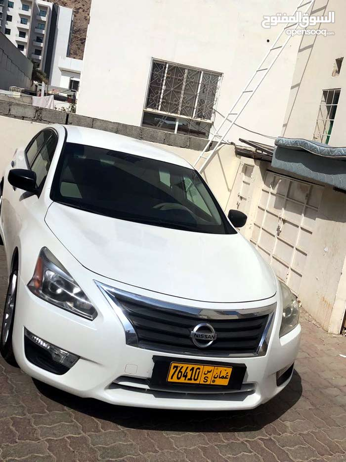 Used condition Nissan Altima 2013 with 100,000 - 109,999 km mileage