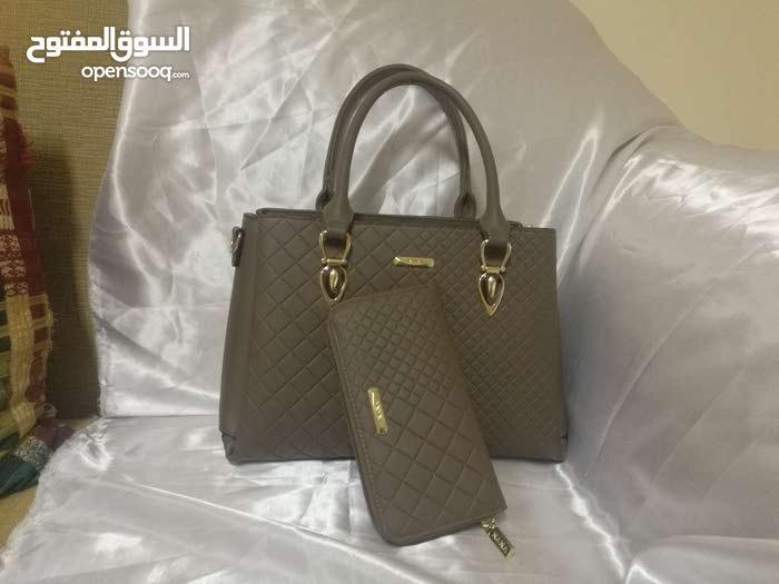 طقم حقيبة نسائية جميلة مع محفظة