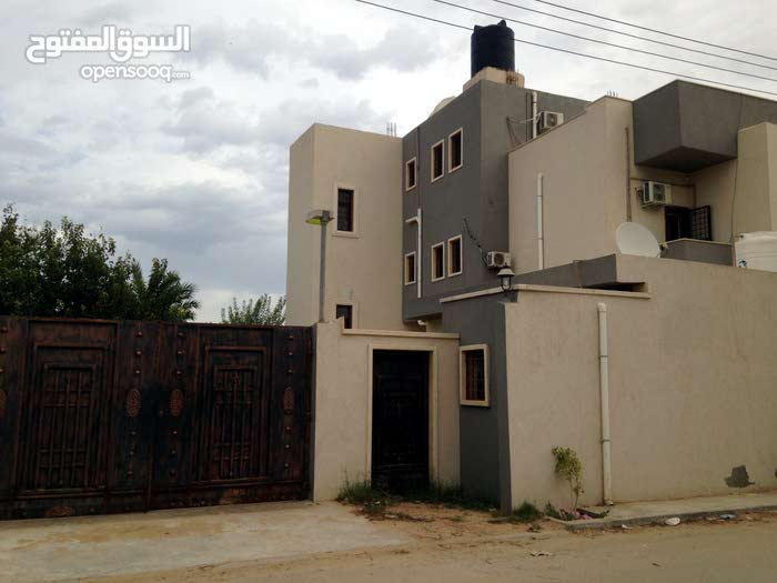 350 sqm  apartment for rent in Tripoli