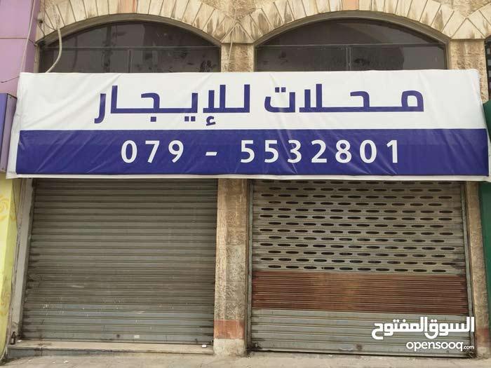 محلات / معرض للايجار. الدوار السابع. بناية المسافرين.
