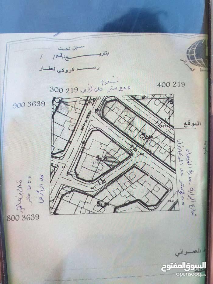 ارض سكنيه مساحتها 115 متر مربع ملك مقدس بها شهاده عقاريه  بالقرب من جامع صفيه