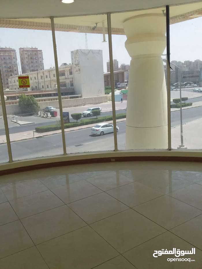 للبيع محلات ارضيه على الشارع في شارع بيروت التجاري 67785099
