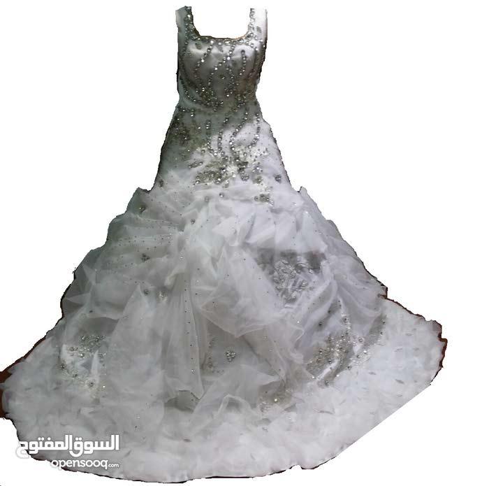 فستان زفاف راقي للإيجار او للبيع